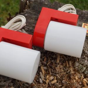2 væglamper i Finsk design. Sjældne og i smuk rød/hvid.