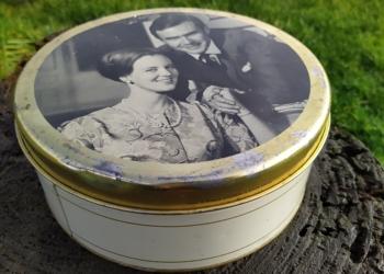 Dåse med dronning Margrethe og Prins Henrik