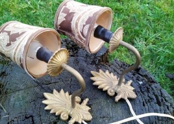 Eksklusive antikke væglamper med skærm. 2 STK smukke messing væglampetter med skærm. Sætpris