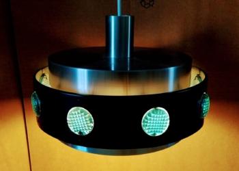 Dragende retro lampe til spisebordet. Farverig og fyldig. Smuk retro loftlampe til spisebordet. 32 cm.