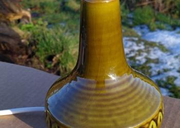 Søholm keramik bordlampe i retro grøn med ny monteret ledning og afbryder.