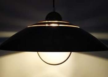 Fashionabel lampe til spisebordet. Smuk stor retro loftlampe i chrom og messing. 48 cm