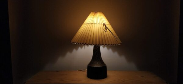 Stentøjs bordlampe fra 1965 mærket EG - 30 cm høj