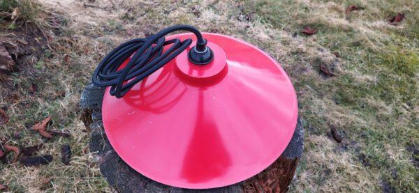 Smuk rød værkstedspendel fra E.S.Horn art nr. 114. Påmonteret ny stofledning.