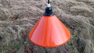 Imponerende smuk original orange retro pendel i emalje. 24 cm unik lampe.