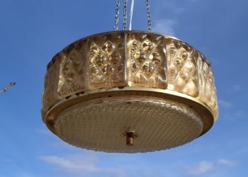 Smuk eksklusiv stor vintage lysekrone i messing.