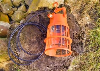 Retro arbejdslampe upcyclet til pendel. Orange. Unika pendel.