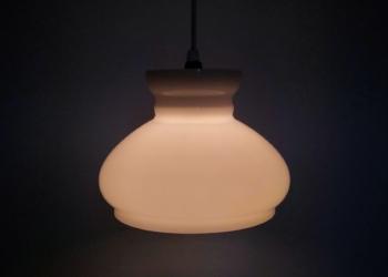 Smuk opalglas Holmegaard pendel. Upcyclet. Som foto med lys. 22 cm.