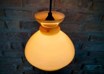 Smuk Holmegaard lys karamel pendel. Upcyclet 18 cm