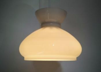 Holmegaard upcycled opalglas pendel. Messing indsats og afbryder. Klargjort. 23 cm