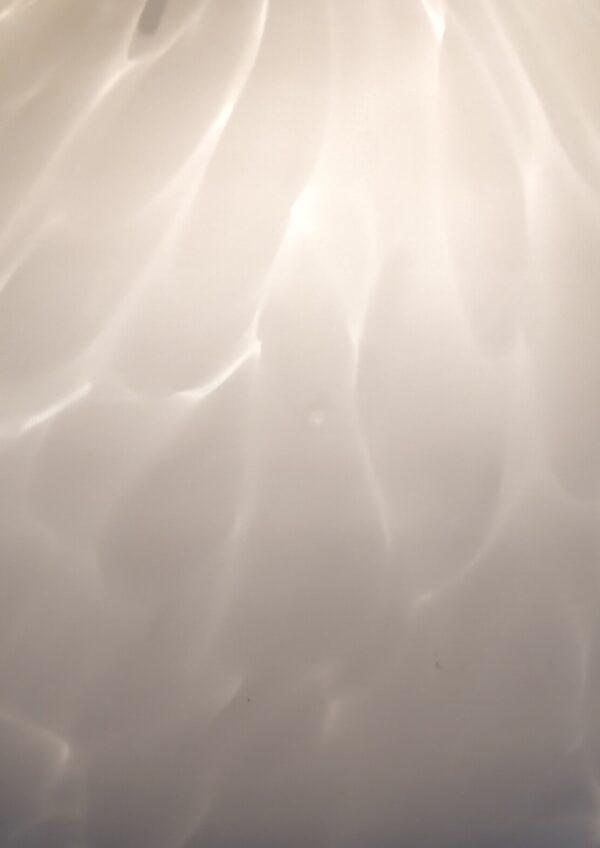 Smuk stor glaspendel med svanefjer mønster. Dansk design. El- Light. Klargjort 30 cm