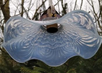 """Glaspendel i smukke bølger. Model """"Elverskørt"""". 23 cm. Klargjort."""
