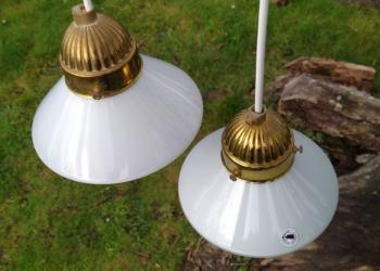2 smukke opalglas pendler. 15 cm i diameter. Klargjort med nye ledninger m.m. Sætpris
