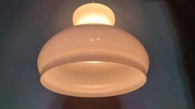 Smuk stor holmegaard opalglas pendel. Upcyclet. 27 cm med ny ledning m.m og med gennemgående lys.