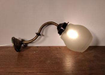 Antik væglampe til restaurant el lign. Nyt el
