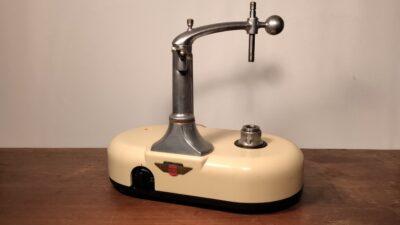 Smuk velkørende Ballerup master mixer røremaskine i beige.