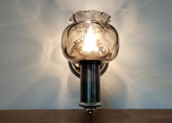Vintage væglampe i støbejern med nyt el.