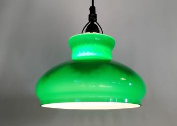 Grøn Holmegaard upcycled med smukt farvespil i glasset. Nyt el.