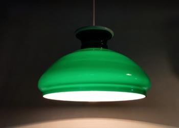 Stor smuk grøn Holmegaard upcycled lampe til spisebordet. 30 cm. Nyt el.