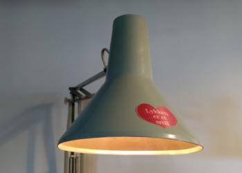 Unik arkitektlampe i dansk design fra HCF der giver dejlig stemning.