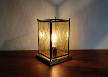 Special fremstillet unika bordlampe med nyt el.