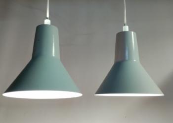 Sjældent arkitekt lampe pendel sæt i dansk design fra Jensen. Skærme fra 70 erne. grundmalede fra fabrikken. Unika sæt. Nyt el. Perfekt til arbejdsbordet.