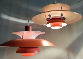 2 STK PH5 lamper i orange rød. Lamperne er fra 70 erne. 50 cm i diameter i perfekt stand. Nyt el.